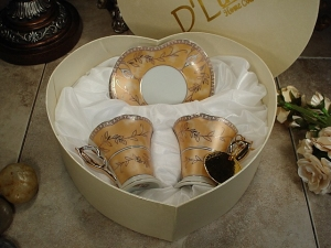 4 pc Espresso Set Gold Deco w/ heart Box favors